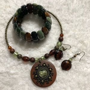 💚green wooden necklace 💚